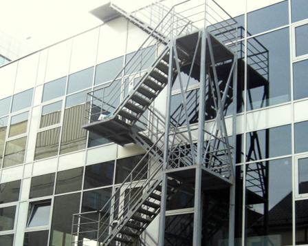 Ограждение пожарных лестниц
