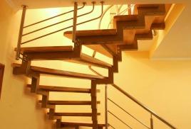 Металлические лестницы и перила для них